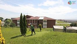 Adapazarı'nda bulunan parklar çocuklar için hazırlanıyor