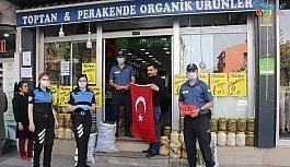 Tatvan Türk bayraklarıyla donatıldı