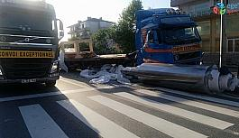 Tırdan düşen demir silindir D130 Karayolu'nu trafiğe kapattı