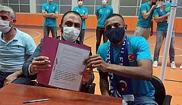 Adilcevaz TÜRŞAD Voleybol Takımı Brezilyalı voleybolcuyla sözleşme imzaladı