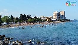 """Tarhan'dan uyarı: """"Denize girerken de sosyal mesafeye uyalım"""""""