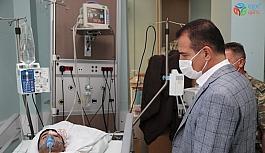 Vali Akbıyık, hastanede tedavi gören yaralı vatandaşı ziyaret etti