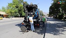 Kanalizasyon hatları temizleniyor