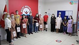 YKS'de dereceye giren öğrencilerini ödüllendirdi
