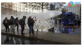 FRANKFURT'TA KORONAVİRÜS TEDBİRLERİNE KARŞI PROTESTO