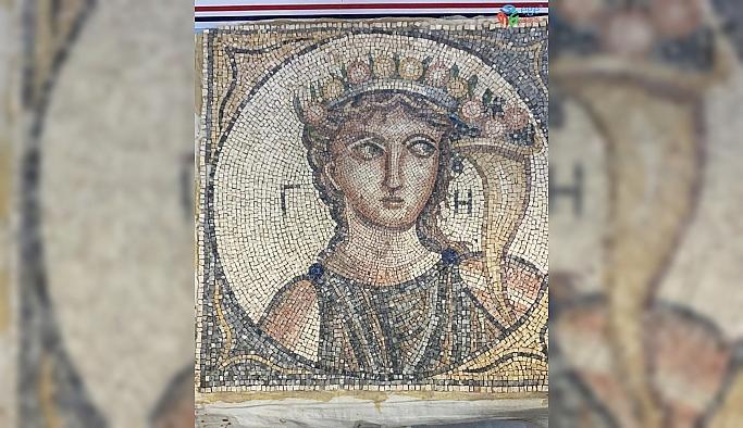 İzmir'de Roma dönemine ait olduğu değerlendirilen 2 bin yıllık mozaik ele geçirildi