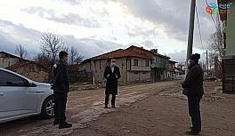 Kaymakam, karantina altına alınan köyde incelemelerde bulundu