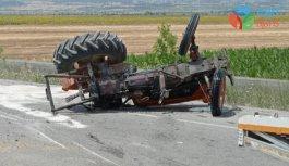 Denizli Baklan'da otomobil ile traktör çarpıştı!