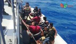 Muğla açıklarında yardım bekleyen 19 düzensiz göçmen kurtarıldı