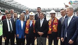 Bakan Kasapoğlu ve Binali Yıldırım, Alsancak ve Göztepe Stadyumlarını gezdi