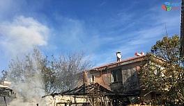 Tek katlı evde yangın