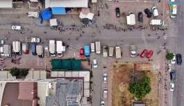 Yerleşik Rusların akın ettiği pazarda metrelerce HES kuyruğu