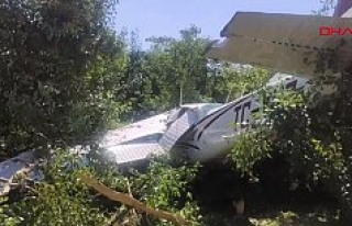 Bursa'da eğitim uçağı bahçeye düştü!...