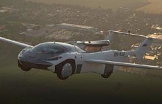 Uçan otomobil AirCar'dan iki havalimanı arasında...