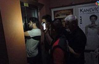 Erzincan'da asansörde mahsur kalan 3 kişi uzun...