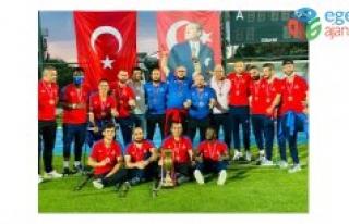 İzmir Büyükşehir Belediyespor'un lisanslı sporcu...