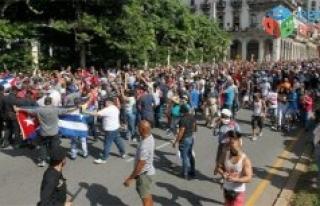 Küba'da protestolar sürüyor: Her şeyin sorumlusu...