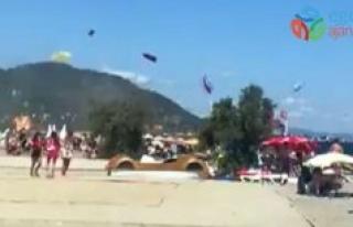 Turistik beldede oluşan hortum sahili birbirine kattı,...