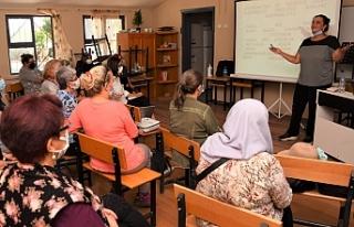Bornova'da anne-babalara aile içi iletişim semineri