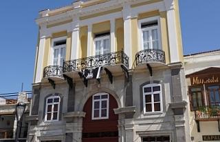 Çeşme Belediyesi tarihi Akdeniz Otel'i ayağa...