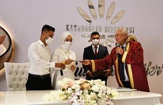 Kibar'ın yeni salonunda ilk nikahı Selvitopu...