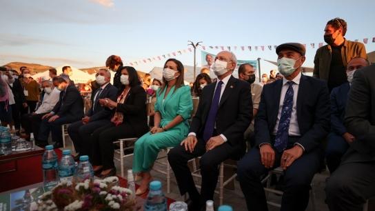 Kılıçdaroğlu Efes'te Açılışa Katıldı